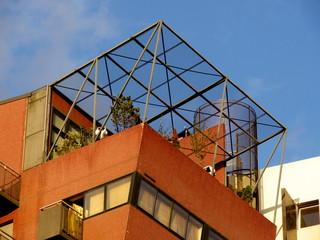 Terrasse au dernier étage d'un immeuble moderne