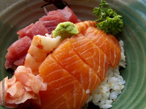 bool de riz et poisson cru sushi repas japonais de bruno bernier photo libre de droits. Black Bedroom Furniture Sets. Home Design Ideas