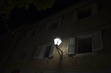 Licht vor offenen Fenstern