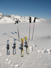 A perfect sunny day for skiing in France