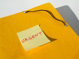 dossier urgent poster