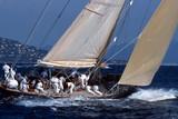 Jacht na tle Saint Tropez
