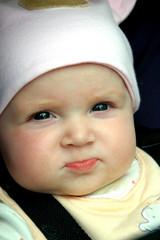 bébé au chapeau