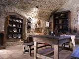 mittelalterlicher essraum auf einer burg