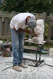 Sculpteur au travail poster