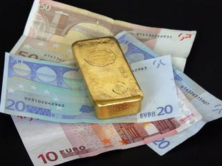 or et argent sur fond noir