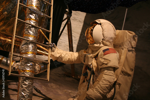 Leinwanddruck Bild Astronaut on Moon