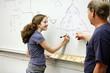 Студент женской средней школы, узнать о электрических цепей.