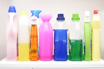 Bunte Waschmittelflaschen