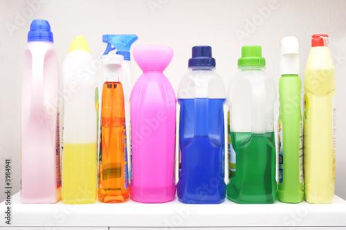 Leinwanddruck Bild Bunte Waschmittelflaschen