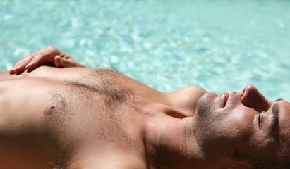 Bronzage à la piscine #2