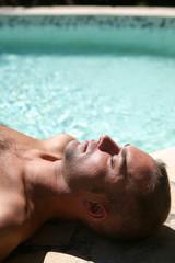 Bronzage à la piscine #3