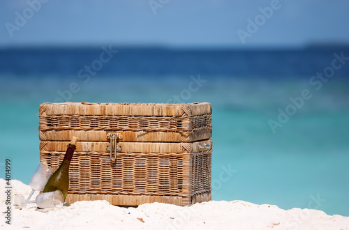 Leinwanddruck Bild Picnic on the beach
