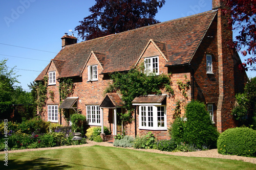 English Country Cottage - 4019313