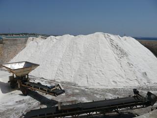 montón de sal en las salinas de Ibiza