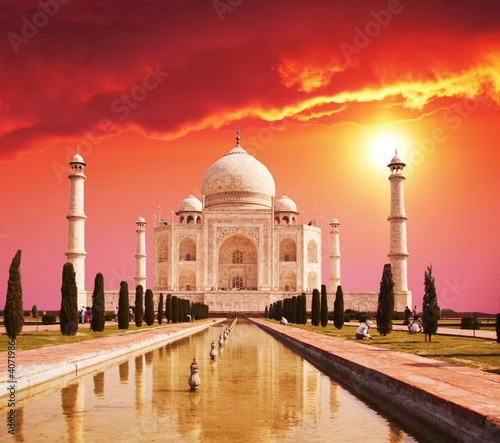 canvas print picture Taj Mahal palace in India