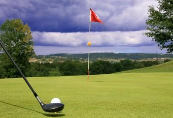 Tir de golf vers le green 6