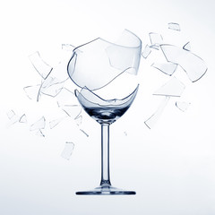 Splintering wine glas