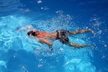 Nuotatore in azione