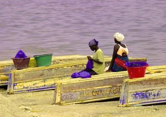 femmes au lac rose senegal
