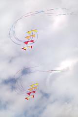 Synchronized kites