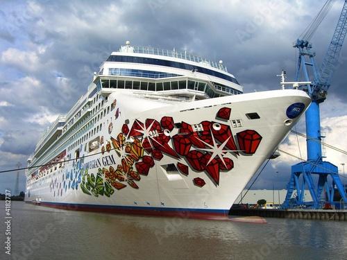 Leinwandbild Motiv MS Norwegian Gem in der Meyer-Werft