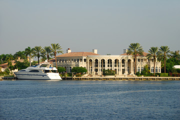 Waterfront home  and yacht for ultrarich