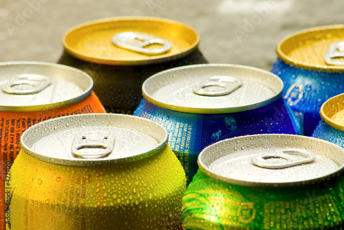 Cans of soft drink - 4221120