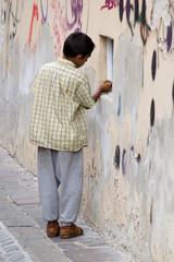 Ragazzo al muro