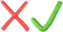 Kolorowe czerwone i zielone kleszcz krzyż wykonany z plasteliną.