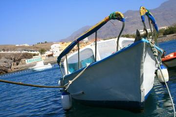 barca en el puerto de San Nicolas, Gran Canaria
