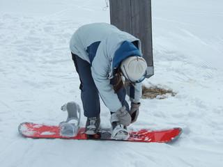 Wearing snowboard