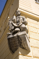 Statue on building3 - Munich