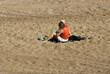 femme et son enfant sur la plage
