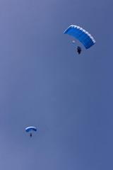 Airborne parachutists