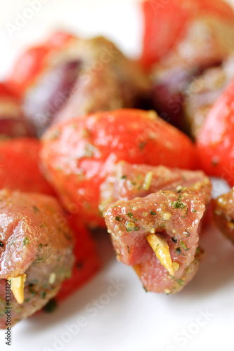 beef and red pepper  kebabs, uncooked