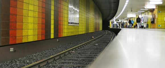 Bahnhof, Haltestelle, Station