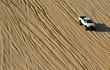 roleta: Single Truck In Desert
