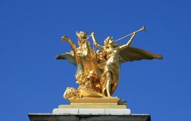paysage de paris , statue sur le pont d'arcole