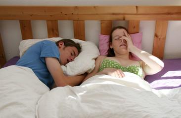 Junges Pärchen verschlafen