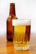 Cerveza vaso y botella