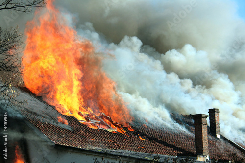 Papiers peints Feu, Flamme Roof on fire