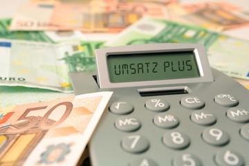 Umsatz machen, Bargeld mit Tschenrechner