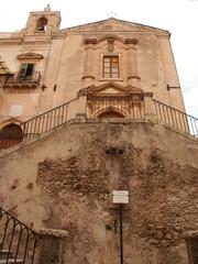 chiesa con scala