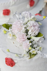 flower on wedding cake