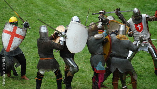 Medieval footed knights, fighting - 4569135