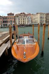 Canot en bois laqué, Venise