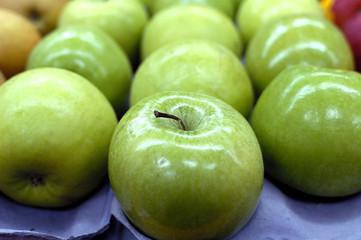 rangée de pommes