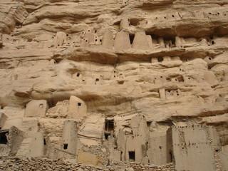 Constructions tellem au Pays Dogon (Mali)
