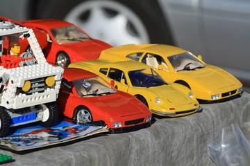 Spielzeugautos auf dem Flohmarkt